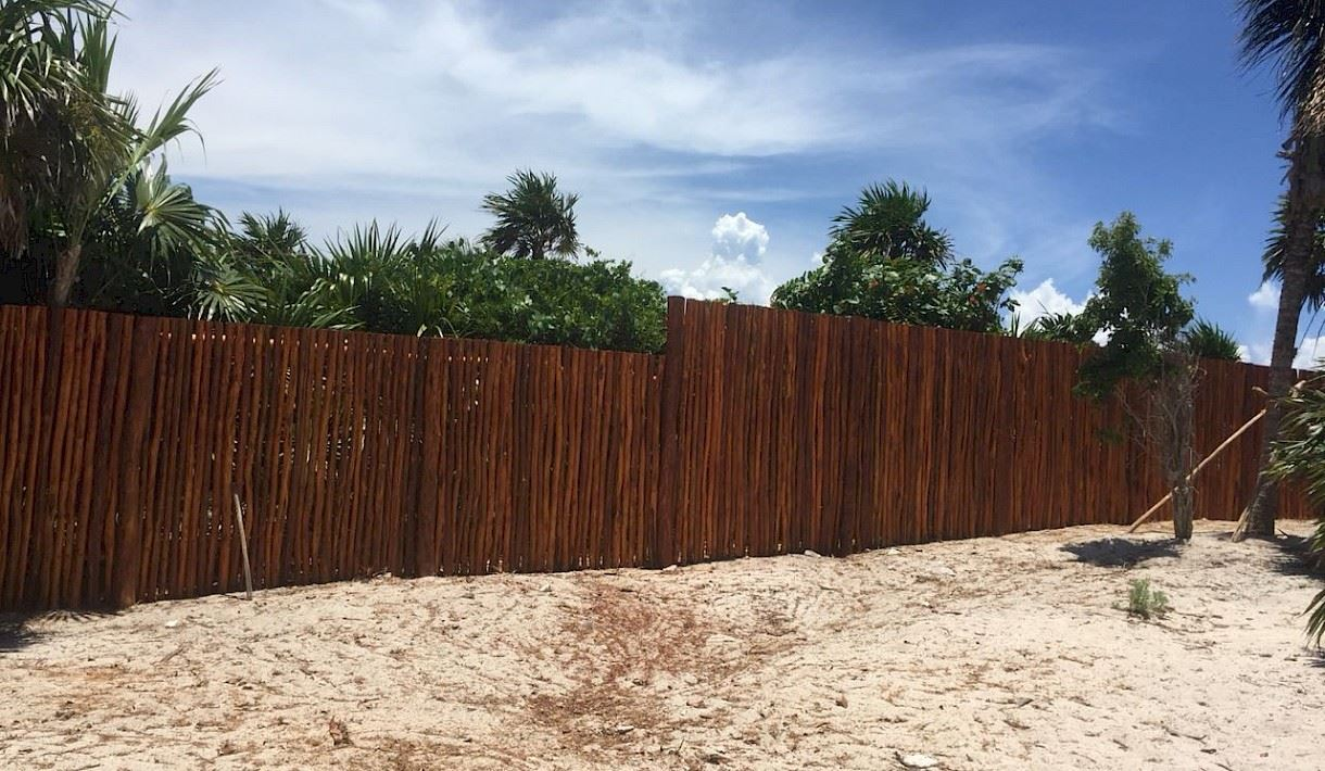Excelente terreno en primera línea en Soliman Bay para la venta