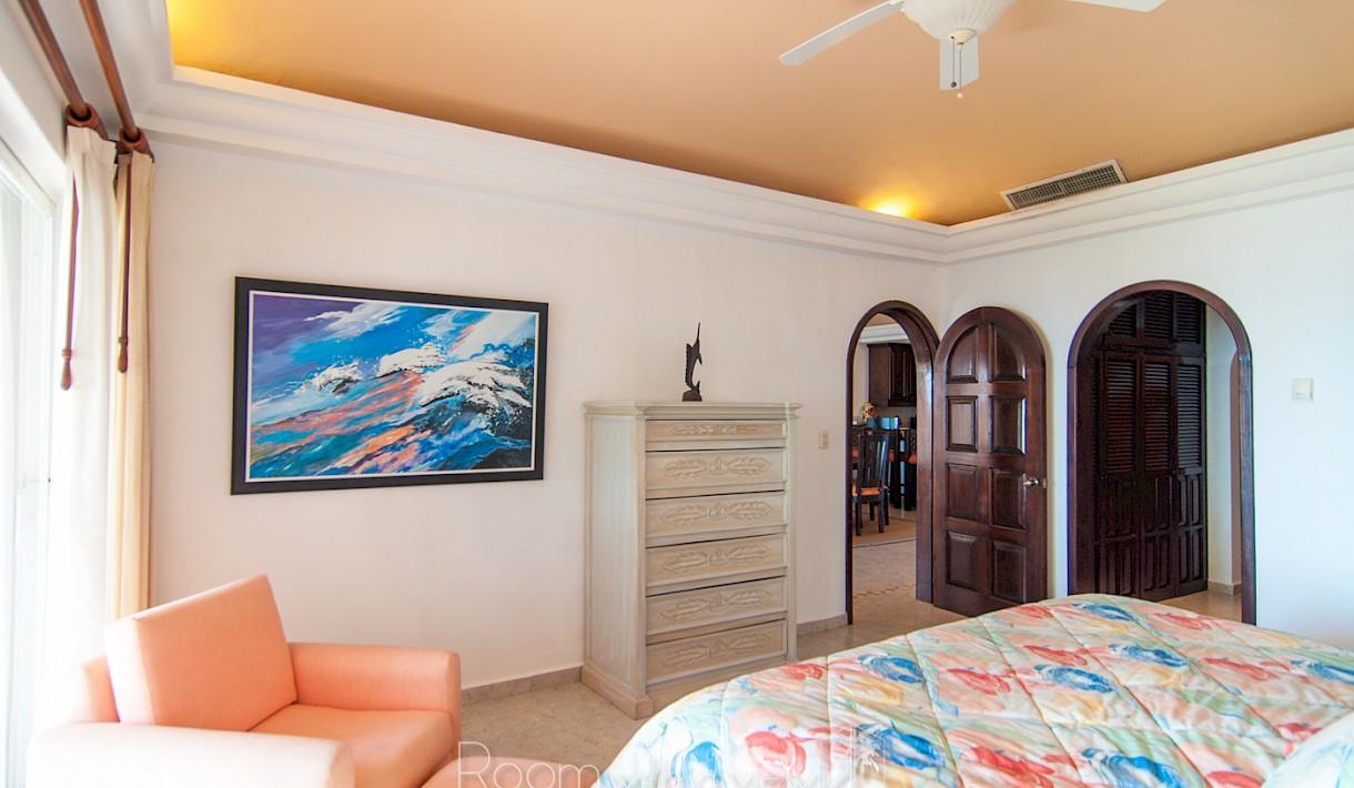 Fabuloso condominio frente al mar en venta en Quinta del Sol